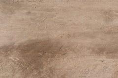 Giacimento vuoto della sporcizia il giorno soleggiato fotografie stock libere da diritti