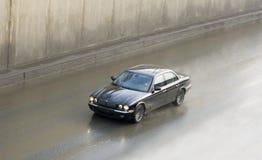 Giaguaro britannico di lusso dell'automobile nel movimento ad alta velocità Fotografie Stock Libere da Diritti