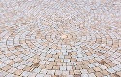 Giallo bitonale e Gray Brick Stone sulla terra per la via Roa Fotografia Stock