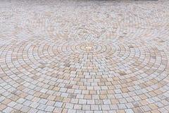 Giallo bitonale e Gray Brick Stone sulla terra per la via Roa Fotografie Stock