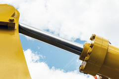 Giallo del trattore dell'idraulica immagini stock libere da diritti