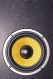 Giallo dell'altoparlante dell'altoparlante per basse frequenze Fotografie Stock Libere da Diritti