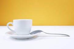 Giallo della tazza di caffè Fotografia Stock