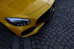 Giallo di Mercedes-Benz AMG GT C immagine stock