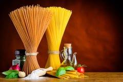 Giallo e spazio italiano della copia degli spaghetti di Brown Immagine Stock Libera da Diritti