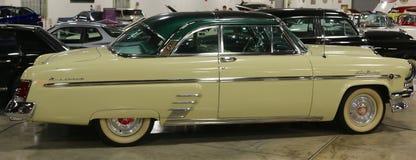 Giallo Mercury Sun Valley Antique Car 1954 fotografia stock