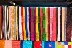 An Giang, Vietnam - 29 de noviembre de 2014: Productos de la ropa para vender en un Cham Champa, tienda de Campa en el pueblo del Foto de archivo libre de regalías