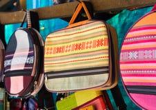 An Giang, Vietnam - 29 de noviembre de 2014: Productos de la ropa para vender en un Cham Champa, tienda de Campa en el pueblo del Imagen de archivo