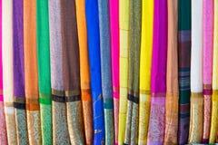 An Giang, Vietnam - 29 de noviembre de 2014: Productos de la ropa para vender en un Cham Champa, tienda de Campa en el pueblo del Imagenes de archivo