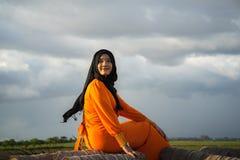 An Giang, Vietnam - 6 de septiembre de 2016: Retrato de la muchacha musulmán vietnamita en un pueblo del champa, distrito de Khan Imagenes de archivo
