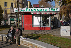 Giannasi roasted o quiosque da galinha (Milão - Italy) Fotografia de Stock