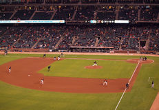 Giants contre A : Pichet de Giants dans le mouvement t Image stock