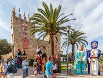 Giants défilent au ` Alcudia de Fira d images stock