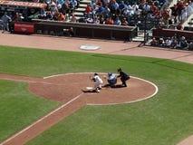 Giants Freddy Sanchez stellt ein, um ankommende Kugel mit dem Kopfe zu stoßen Stockfotos
