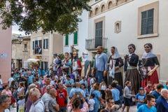 giantsparada przy starym miasteczkiem Alcudia zdjęcie royalty free