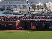 Giants-rechter Feldspieler steht in Position mit verpackter Bleachersek Stockbild