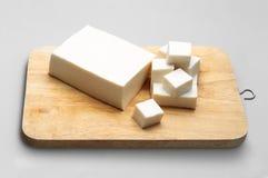 Giapponese del tofu sul blocco affettato Fotografia Stock