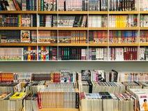 Giapponese Manga Comic Magazines For Sale in libreria locale fotografia stock