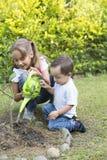 Giardinaggio felice dei bambini Fotografia Stock Libera da Diritti
