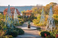 Giardini ai giardini pubblici della collina di Wave nel Bronx, New York immagini stock