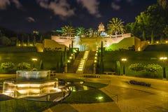 Giardini di Bahai alla notte Immagine Stock