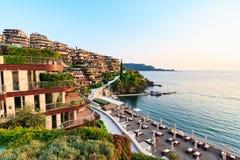 Giardini di Dukley - il bene immobile dell'elite lungo la costa adriatica, ha le ville ed appartamenti del lusso Budua, Montenero Fotografia Stock Libera da Diritti
