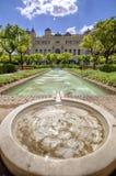 Giardini di Pedro Luis Alonso e l'edificio di municipio a Malaga, Fotografie Stock Libere da Diritti