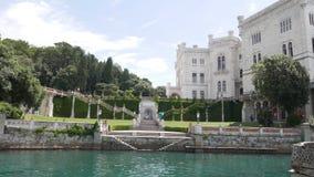 Giardini di Trieste Miramare video d archivio