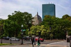 Giardini pubblici di Boston con la vista del centro e del Th prudenziali immagini stock libere da diritti