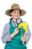 Giardiniere vestito donna felice attraente Immagini Stock Libere da Diritti