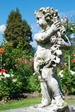 Giardino botanico piacevole con la statua Fotografie Stock Libere da Diritti