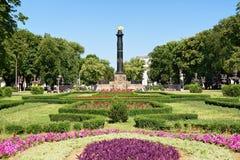 Giardino con la colonna di gloria a Poltava fotografia stock