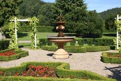 Giardino con la fontana Fotografia Stock