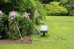 Giardino del cottage sull'isola di Garinish in Irlanda di estate fotografie stock