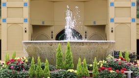 Giardino del patio dell'acqua della fontana stock footage