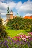 Giardino della primavera al castello reale di Wawel a Cracovia Fotografia Stock Libera da Diritti