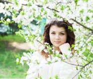 Giardino della ragazza in primavera Fotografia Stock