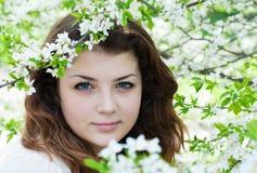 Giardino della ragazza in primavera Fotografie Stock Libere da Diritti
