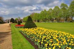 Giardino di Hampton Court in primavera, Londra, Regno Unito fotografia stock libera da diritti