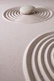 Giardino di pietra di rilassamento e di meditazione di zen Immagine Stock
