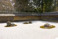 Giardino di roccia in tempiale di Ryoan-ji, Kyoto, Giappone. Fotografia Stock