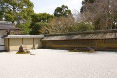 Giardino di roccia in tempiale di Ryoan-ji, Kyoto, Giappone Immagini Stock