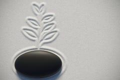 Giardino di zen in una vista superiore con una pianta che attinge la sabbia Immagini Stock