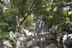 Giardino e cascata Fotografia Stock Libera da Diritti