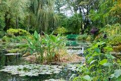 Giardino e stagno del Monet Fotografia Stock