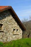 Giardino e vecchia casa Immagini Stock