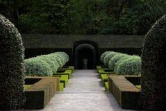 Giardino francese al vecchio castello nel Belgio. Immagine Stock