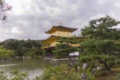 Giardino giapponese del padiglione dorato del tempio Immagini Stock