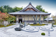 Giardino giapponese di zen durante l'autunno al tempio di Enkoji a Kyoto, Giappone Immagini Stock Libere da Diritti