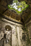 Giardino inglese nei motivi di Royal Palace famoso di Caserta Fotografia Stock